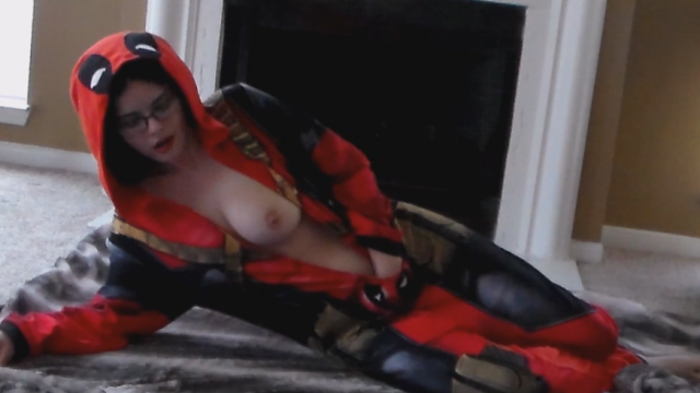 Amateur Porn Video : Deadpool DP- with inflatable vibe plug and dildo