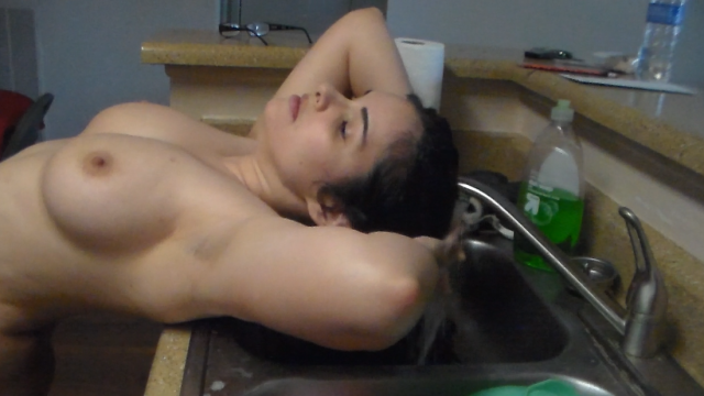 Amateur Porn Video : Washing my hair in the kitchen sink