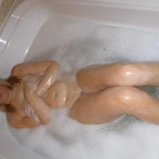 Bathing Hot photo gallery by Lucy
