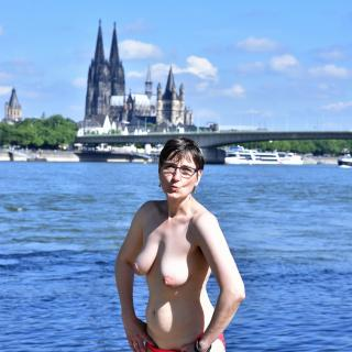 Posing in Cologne photo gallery by GermanHotMilf