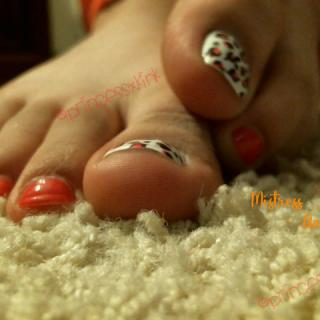 Upclose Leopard Print Toes photo gallery by Goddess Aaliyah