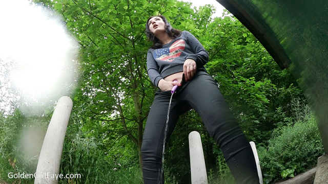 Outdoor SheWee Pee video from Her Kink