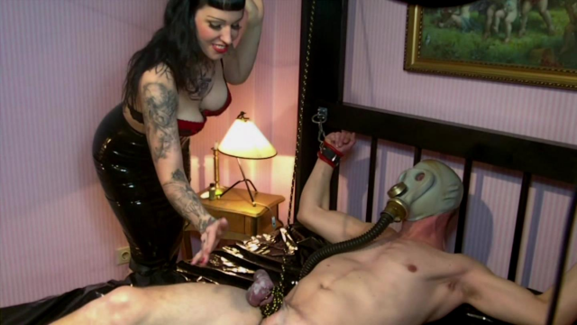 CBT Punishment for the Poppers-Obsession-Piggy video from Ladyvampira