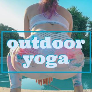 outdoor yoga photo gallery by Lola Bay