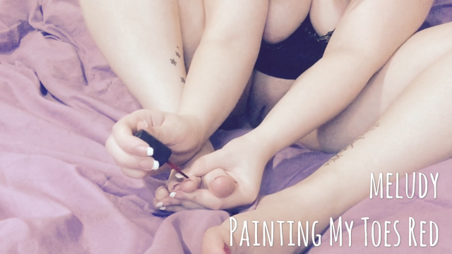 Amateur Porn Video : Painting My Toes Red