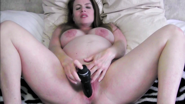 9 Months Pregnant Peeing and Masturbating video from Nikki Nevada