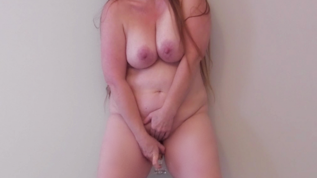 Amateur Porn Video : Masturbating Up Against The Wall