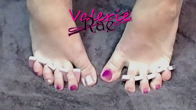 Amateur Porn Video : Valerie Rae Gives Themself A Pedicure
